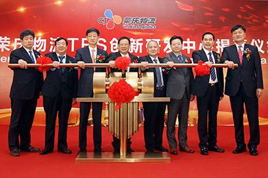 From left to right: Chung Tae-young, Vice President, CJ Logistics; Zhang Yu-rong, Chairman, CJ Rokin Holdings; Park Geun-tae, President, CJ Logistics; Cui Zong –fu, Vice Chairman, China Federation of Logistics and Purchasing; Zhang Yu-qing, President, CJ Rokin Logistics; Kim Hyun-joon, Executive Vice President, CJ Logistics; Xiong Xing-ming, Executive Director, CJ Rokin Logistics, Yoon Do-son, Vice President, CJ Logistics.